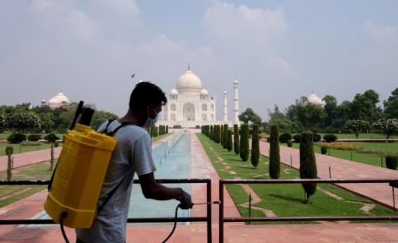 Taj Mahal reabre a los turistas mientras India alivia restricciones por el COVID-19