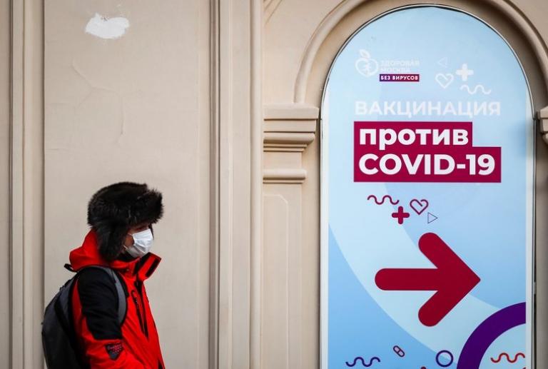 Reticencia a vacunarse en Moscú: el alcalde anunció que dará un estímulo en dinero para que los jubilados se inoculen
