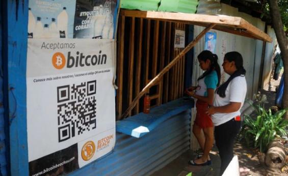 """En """"Bitcoin Beach"""", turistas y residentes elogian adopción de criptomoneda en El Salvador"""