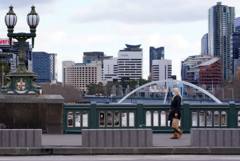 Melbourne se apoya en la vacuna para salir del confinamiento pese al aumento de los casos