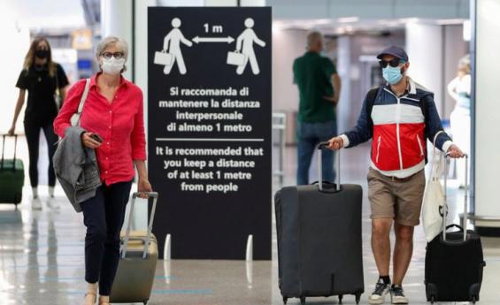Bruselas insta a reabrir en verano boreal a turistas vacunados