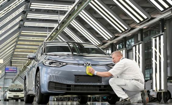 VW muestra su confianza en los vehículos eléctricos con una meta de mayores márgenes