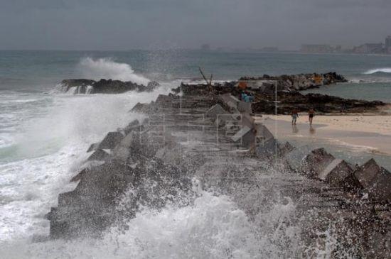 Emiten un aviso de tormenta tropical para la costa del Golfo de México